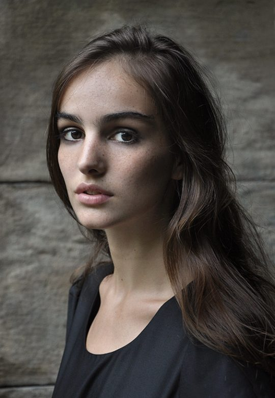 Anna :  Model